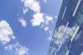 Картинка небо, стекло, облака, здание, окна, офис