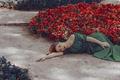Картинка девушка, цветы, лицо, платье, лежит, клумбы