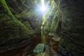 Картинка зелень, вода, камни, скалы, мох, Шотландия, проход
