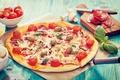 Картинка грибы, сыр, пицца, помидоры, оливки, колбаса, вкусно