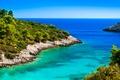Картинка море, небо, камни, побережье, горизонт, кусты, Хорватия