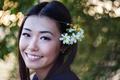 Картинка девушка, цветы, лицо, улыбка, фон, азиатка