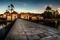 Картинка закат, мост, река, дома, вечер, фонари, Португалия