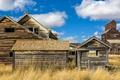 Картинка Саскачеван, трава, небо, заброшенные дома, Канада, облака