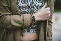Картинка девушка, рука, браслет