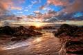 Картинка море, камни, рассвет, солнце, небо, берег, облака