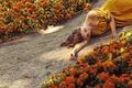 Картинка девушка, цветы, лицо, волосы, платье, дорожка, лежит