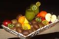 Картинка яблоко, апельсин, киви, сок, фрукты, поднос, маракуйя