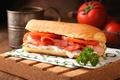 Картинка сыр, мясо, бутерброд, помидоры, соус, петрушка, бекон