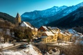 Картинка зима, лес, снег, горы, мост, Франция, дома
