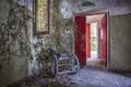 Картинка комната, дверь, коляска