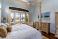 Картинка комод, спальня, окно, подушки, картина, кровать, стиль